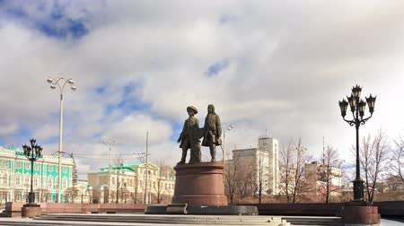 senhor : Monument to Vasily Tatischev and Wilhelm de Gennin located in Ekaterinburg at the Plaza Labor. was established August 14, 1998 Mr.
