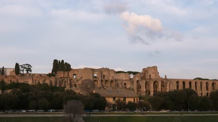 roma : Ruins of Palatine hill palace. SunSet. Rome, Italy. Time Lapse Stok Video