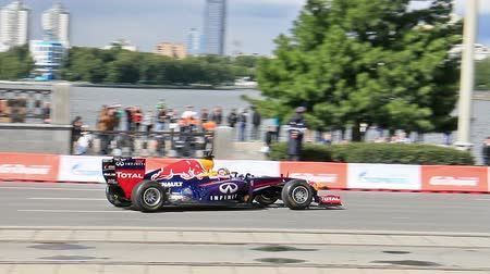 formuła : 07282014. Ekaterinburg, Russia. G-Drive Show. Formula 1 makes a turn on the spot