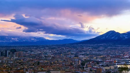 neapol : Mount Vesuvius. Dawn over Naples. Time Lapse