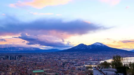 neapol : Mount Vesuvius. Dawn over Naples. Time Lapse. UltraHD 4K