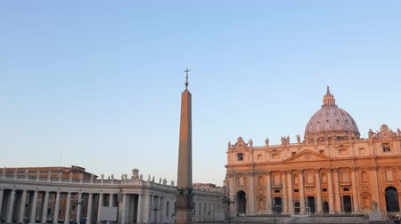 vatikan : St. Peters Basilica, at sunrise. Rome, Italy.