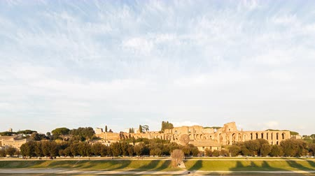 panorâmico : Ruins of Palatine hill palace in Rome, Italy. SunSet. TimeLapse. UltraHD 4K
