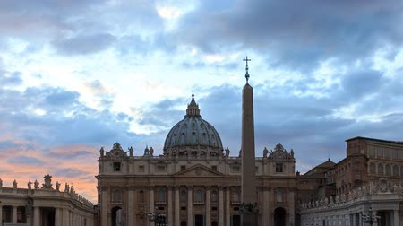 vatikan : St. Peters Square at Sunset. Vatican City, Zoom. Rome, Italy. Time Lapse - February 26, 2015: The famous square, it stands the main temple of Christianity - St. Peters Basilica Stok Video