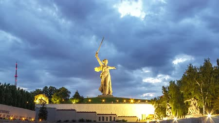 glória : Russia, Volgograd - August 28, 2017: Sunset. The night is coming. Sculpture Motherland Calls! - compositional center of monument-ensemble to Heroes of Battle of Stalingrad on Mamayev Kurgan