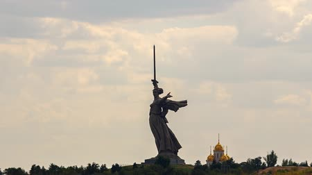 összetett : Russia, Volgograd - August 28, 2017: Sculpture Motherland Calls! - compositional center of monument-ensemble to Heroes of Battle of Stalingrad on Mamayev Kurgan