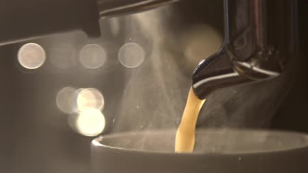kahve molası : Coffee pours in dark glass cup in espresso coffee machine