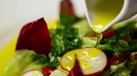 продукты : Vegetable salad and olive oil in slow motion Стоковые видеозаписи
