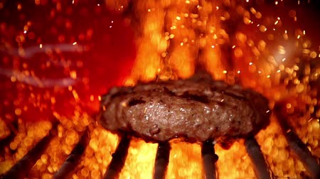 bbq grill : Barbecue Kochen in Zeitlupe Videos