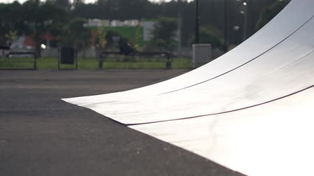 construir : Skateborder on a ramp