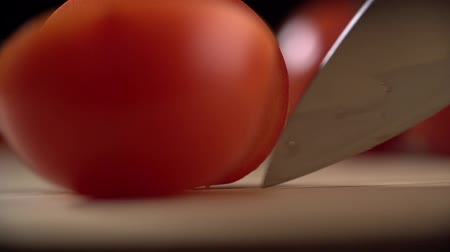 разделочная доска : Slicing tomato with knife