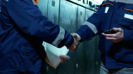 compromise : Two workers discuss the case. The concept of a successful transaction. Stock Footage