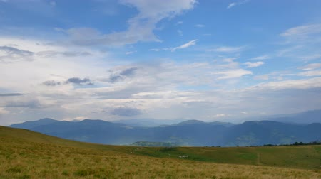 спектр : Ukraine, Carpathians, mountain landscape, view from the top to the panorama of the hills