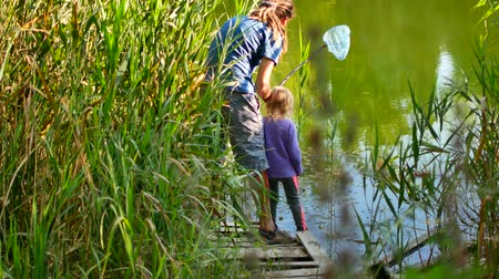 Father teaching daughter how to fish and bait. Dostupné videozáznamy