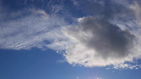 szybko : Clouds float in different directions. sunny day blue sky.
