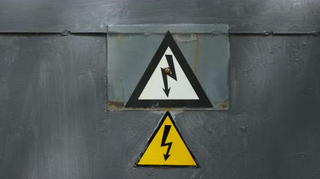 фехтование : Warning sign on the danger of electricity. Sign on the fence of the power plant.