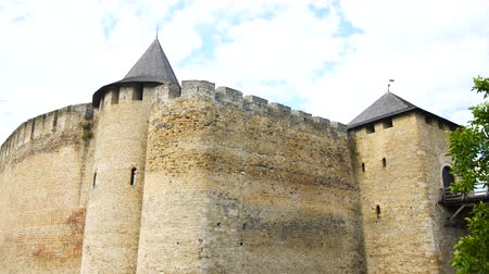 local de interesse : Panorama of old castle. Stone castle with a strong wall.