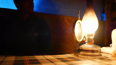 lampa naftowa : Old kerosene lamp on the table.