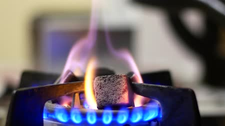 preslenmiş : Coal is heated on a gas stove. Stok Video