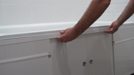 склеивание : Plumber In Bathroom Fitting New Free Standing Bath