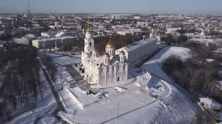 uspenskiy : Aerial view of Assumption Cathedral in clear winter day. Panoramic video. Vladimir. Russia. Stock Footage
