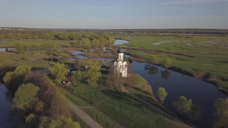 yakın : Church of the Intercession on the Nerl. Vladimir region, Russia. Aerial view.