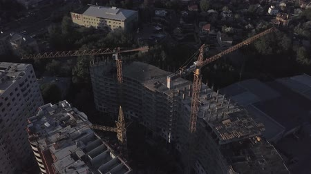 área de trabalho : Aerial view of building cranes and buildings under construction
