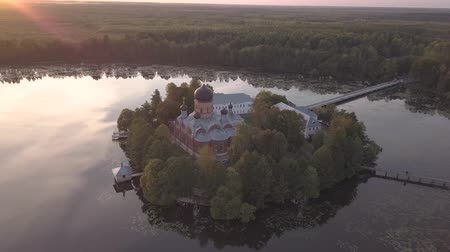 conto de fadas : The Holy-Vvedensky nunnery in the Vladimir region. On the island. Aerial view. Flight around monastery.