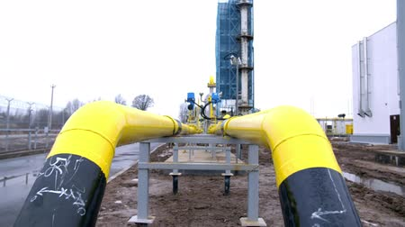 rurociąg : yellow pipe on gas plant. shot with slider Wideo