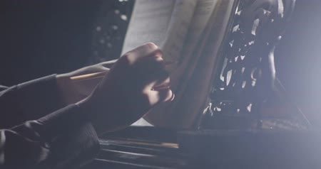 симфония : Piano music pianist hands playing. Musical instrument grand piano details