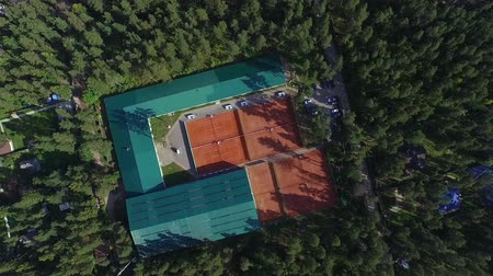 tennis stadium : Aerial view of tennis court in forest Stock Footage
