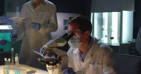 tudományos : Group of scientists work in microbiology laboratory Stock mozgókép