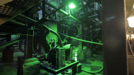 terkedilmiş : Abandoned industrial interior in dark colors with glowing lights
