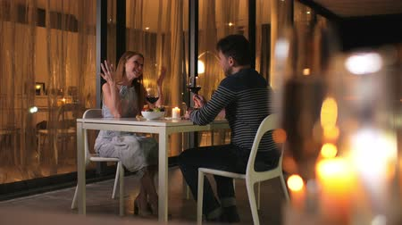 sufferance : Young couple on the first date in the restaurant. The girl talks too much, the man suffers