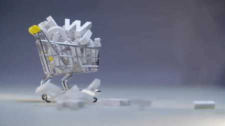 шрифт : Pile white letters lying in trolley shopping. Shopping cart with plastic letters Стоковые видеозаписи