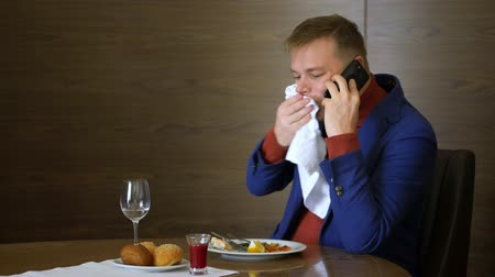 iştah : Handsome man calling by smart phone during business lunch in restaurant Stok Video