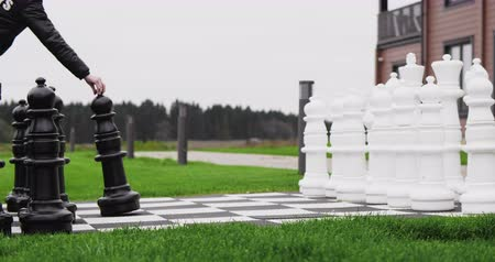 fejleszt : Giant chess game. Black pawn moving first