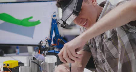 yetenekli : Portrait of young male engineer assembling robot Stok Video