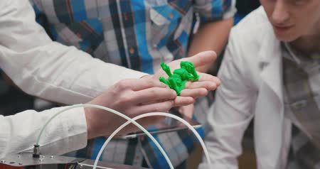 fotokopi makinesi : Students interns practicing in 3d printing