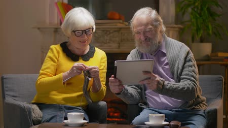 listener : Elderly couple talking over video calling using tablet with their children Stock Footage