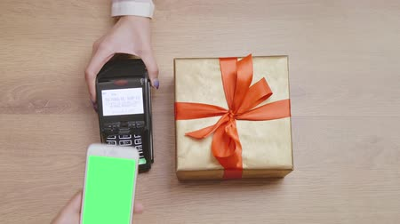 envolto : Purchase of birthday present paid by mobile phone