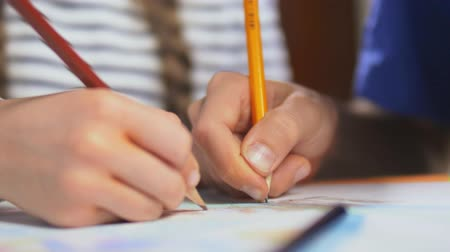 interaktif : Close up of children hands drawing with colored pencils