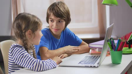 conveniente : Boy and girl using parents credit card for app Stock Footage