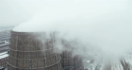 összeg : Aerial view - a large amount of steam coming out of the cooling tower