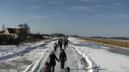 holandês : Ice skating in the countryside from the Netherlands