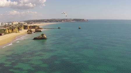 portugalsko : Aerial from Praia da Rocha near Portimao in the Algarve Portugal Dostupné videozáznamy