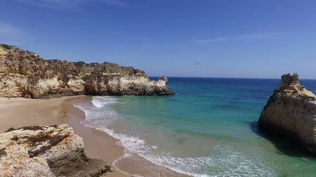 portugalsko : Aerial from natural rocks at Praia Tres Irmaos in Alvor Portugal