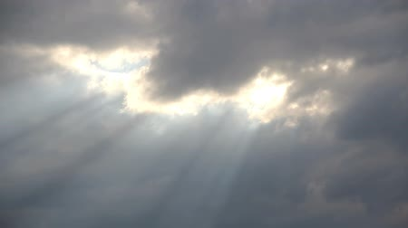 radiális : Timelapse clouds with sun-rays 05