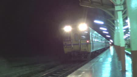 lokomotif : CHIANGMAI , THAILAND - JULY 23 2014: Daewoo  Railcar route chiangmai and bangkok. Footage at Chiangmai railway station.