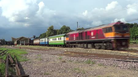 locomotiva : CHIANGMAI , THAILAND - AUGUST 27 2014: Ge Diesel locomotive no.4540 and train no.52 from chiangmai to bangkok. Footage at Chiangmai railway station.